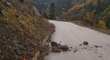 Πτώσεις βράχων στα ορεινά των Τρικάλων