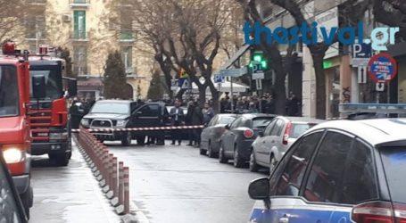 Έληξε ο συναγερμός στη Θεσσαλονίκη-Παραδόθηκε ο άνδρας που είχε ταμπουρωθεί σε τράπεζα