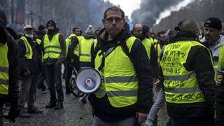 """Τα ¨κίτρινα γιλέκα"""" επιμένουν παρά τις εσωτερικές διαιρέσεις"""