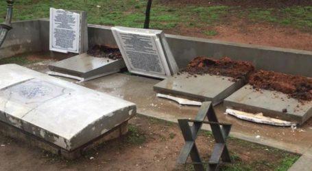 Σιωπηλή διαμαρτυρία στο εβραϊκό μνημείο στο ΑΠΘ μετά τον βανδαλισμό