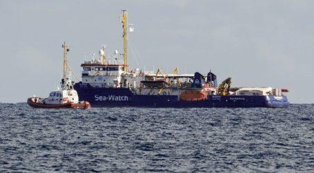 Το πλοίο Sea Watch παραμένει στα ανοιχτά των Συρακουσών