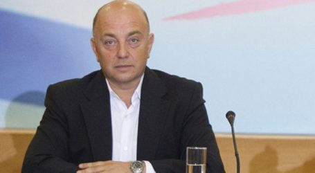«Με τη στάση του ο Κυριάκος Μητσοτάκης βοήθησε στην παράδοση του ονόματος «Μακεδονία» στα Σκόπια»