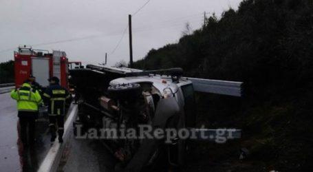Εκτροπή φορτηγού στη Λαμία – Δύο τραυματίες