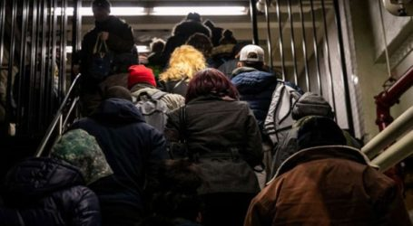 Μια 22χρονη μητέρα σκοτώθηκε μεταφέροντας στις σκάλες του μετρό της Νέας Υόρκης το καροτσάκι της κόρης της