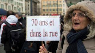 Στους δρόμους οι συνταξιούχοι διαμαρτυρόμενοι για την αγοραστική δύναμή τους