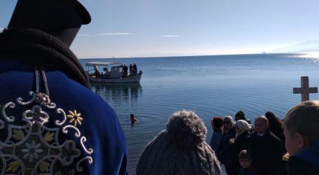 Τρεις οι γενναίοι στον αγιασμό υδάτων στη Νέα Αγχίαλο [εικόνες]