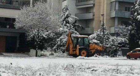 Φωτογραφίες από την αντιμετώπιση του χιονιά στη Λάρισα