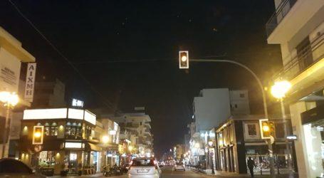 «Μπλακ άουτ» σε φωτεινούς σηματοδότες στο κέντρο του Βόλου [εικόνα]