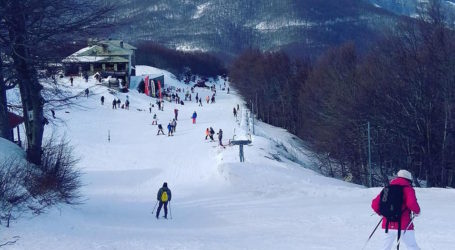 «Βούλιαξε» από κόσμο το Χιονοδρομικό κέντρο Πηλίου [εικόνες]