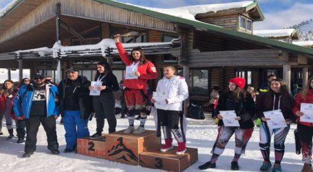 Ένα χρυσό, δύο αργυρά και ένα χάλκινο για τον ΕΟΣ Βόλου στους αγώνες χιονοδρομίας