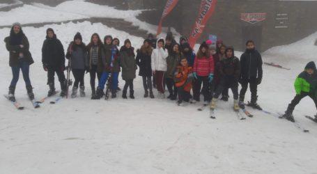 Σκι στα Χάνια από μαθητές και μαθήτριες του 1ου Γυμνασίου Βόλου για το μάθημα της γυμναστικής