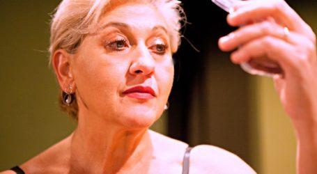 Καθηλωτική η Μπέττυ Νικολέση στην «Πόρνη από πάνω». Κριτική