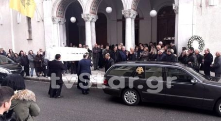Το τελευταίο αντίο στην 13χρονη Ιωάννα – Τραγικές στιγμές στην κηδεία της (φωτο-video)