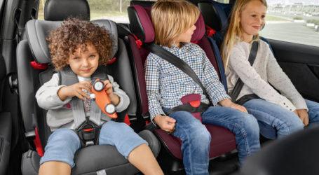 Προσφορά παιδικών καθισμάτων αυτοκινήτου σε μαθητές από τη Μητρόπολη Δημητριάδος