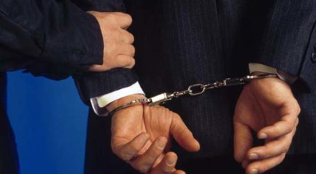 Με χειροπέδες 46χρονο «μπουμπούκι» στη Λάρισα – Ναρκωτικά, όπλα και κλοπή δύο αυτοκινήτων στο …παλμαρέ του