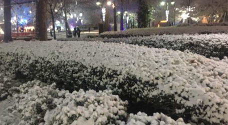 """""""Λευκό πέπλο"""" χιονιού στην κεντρική πλατεία της Λάρισας!"""