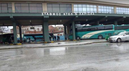 Αναστάτωση στα ΚΤΕΛ Λάρισας – Ατύχημα διέκοψε δρομολόγιο με το που βγήκε το λεωφορείο από τον σταθμό