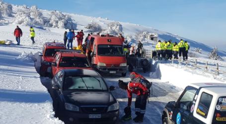 Εντυπωσιακές εικόνες από άσκηση στον Κίσσαβο για διάσωση αγνοούμενου σε χιονοστιβάδα