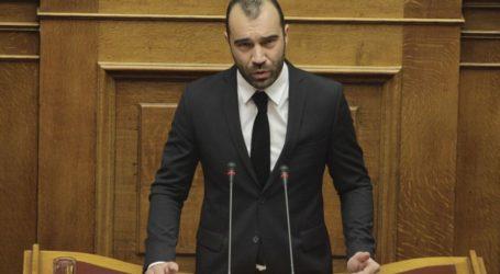 Π. Ηλιόπουλος: «Ο μνημονιακός υπουργός Αμύνης απαξιώνει τις Ένοπλες Δυνάμεις, καταργώντας τα διακριτικά από τις στολές!»
