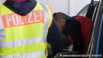 Aυξήθηκαν από το 2015 οι έγκλειστοι που πέρασαν παράτυπα τα γερμανικά σύνορα. Ωστόσο δεν οφείλεται σε αυτούς η έξαρση της βίας στις γερμανικές φυλακές, λένε ειδικοί