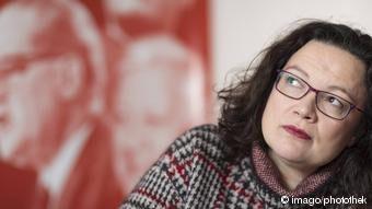 DW: SPD εναντίον Γκέρχαρντ Σρέντερ