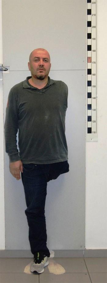 Ο ...σέξι οδηγός - τσιλιαδόρος, Χίνγκα Τζεντιάν