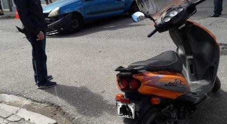 ΤΩΡΑ: Σύγκρουση ΙΧ με μοτοσυκλέτα στη Νέα Ιωνία