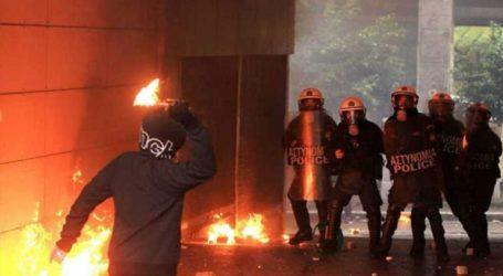 Επιθέσεις κατά των ΜΑΤ στο Πολυτεχνείο με πέτρες και μολότοφ