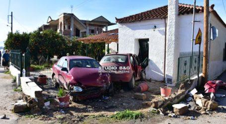 Τροχαίο ατύχημα στο Ναύπλιο – Δύο οχήματα «καρφώθηκαν» σε σπίτι