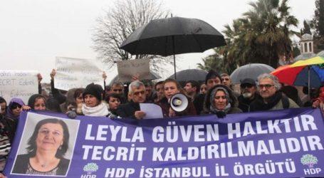 Διαδήλωση συμπαράστασης σε Κούρδισα βουλευτή