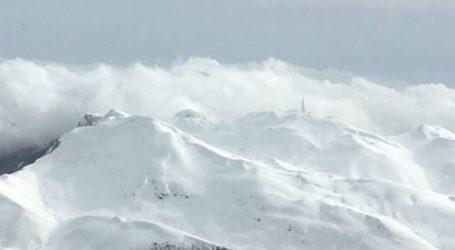 Εντυπωσιακά πλάνα από τα χιονισμένα ορεινά των Σερρών