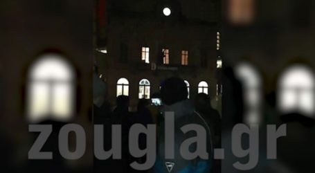Διαδήλωση έξω από το Ευρωκοινοβούλιο από Ρουμάνους για τη λογοκρισία και το καθεστώς