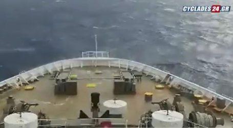Πελώρια κύματα «σφυροκοπούν» το «ΑΣΤΕΡΙΩΝ ΙΙ» στην Αδριατική Θάλασσα