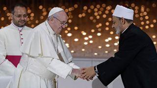 Με μια άνευ προηγουμένου δημόσια λειτουργία ολοκληρώθηκε η επίσκεψη του Πάπα στα ΗΑΕ