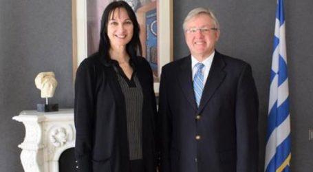 Συνάντηση Έλενας Κουντουρά με τον πρέσβη της Ν. Αφρικής στην Αθήνα