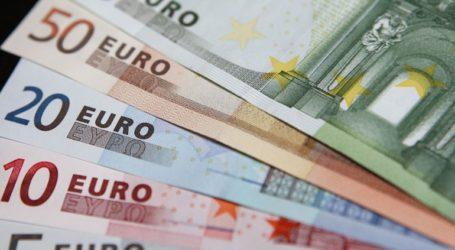 Υποχωρεί το ευρώ