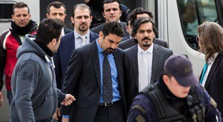 Πώς αντιδρούν οι οκτώ Τούρκοι αξιωματικοί στην επικήρυξή τους