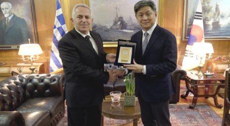 Συνάντηση ΥΕΘΑ Ευάγγελου Αποστολάκη με τον Πρέσβυ της Δημοκρατίας της Κορέας