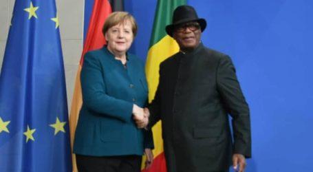 Η Μέρκελ υποσχέθηκε βοήθεια στο Μάλι μετά τη συνάντησή της με τον πρόεδρο της χώρας