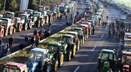 Σε αποκλεισμό του κόμβου Πλατύκαμπου προχωρούν οι αγρότες