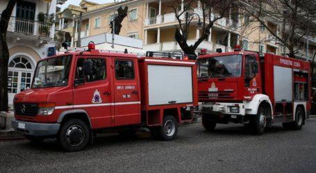 Πυρκαγιά σε εγκαταλελειμμένο κτήριο στο κέντρο της Θεσσαλονίκης