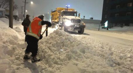 Σφοδρή χιονοθύελλα «παρέλυσε» το ανατολικό τμήμα της χώρας
