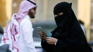 Πολιτικοί και ακτιβιστές καλούν Google και Apple να αποσύρουν εφαρμογή που ελέγχει τις γυναίκες