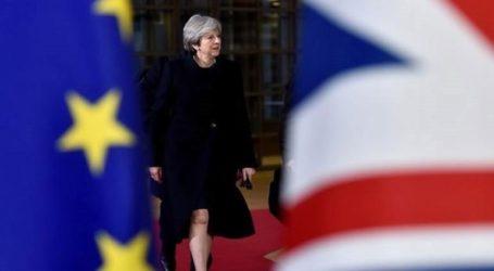Πρώην πρεσβευτές προτρέπουν τη Μέι να αναβάλει την αποχώρηση της Βρετανίας από την Ε.Ε.