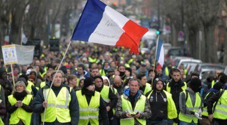 Οι Γάλλοι θέλουν να σταματήσουν οι κινητοποιήσεις των «κίτρινων γιλέκων», σύμφωνα με δημοσκόπηση