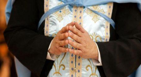 Ιερέας μήνυσε πιστή γιατί τον κατηγορούσε ότι έψελνε σε ρυθμό καρσιλαμά