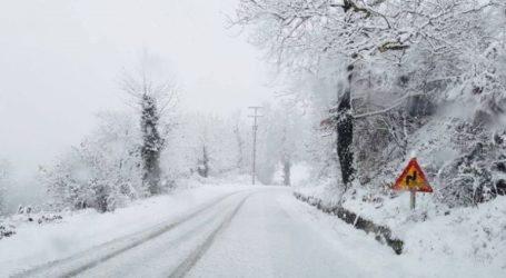 Προβλήματα στα ορεινά τμήματα της Αττικής λόγω χιονόπτωσης