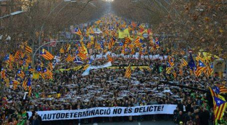 Χιλιάδες κόσμου στους δρόμους της Βαρκελώνης γαι τη δίκη των 12 αυτονομιστών ηγετών