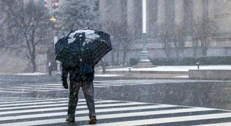 Χιονοθύελλα πλήττει τις ανατολικές ΗΠΑ, ακυρώθηκαν εκατοντάδες πτήσεις