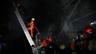 Στους 70 οι νεκροί από πυρκαγιά σε πολυκατοικία